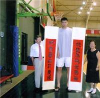 """刘翔2004年获得奥运冠军后,李占先""""巨龙腾飞""""表示祝贺!"""