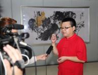 李德哲接受电视台采访
