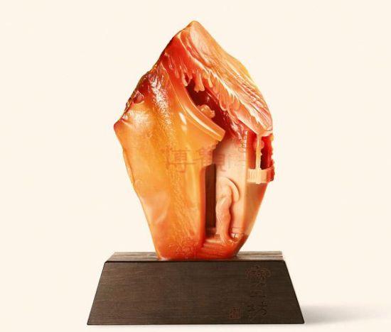 图录号:12628-郑继-金华玉雨巷摆件 当代玉石艺术品因其易于鉴定、欣赏和使用,成为高收入人群进入艺术品市场的首选,近年呈平稳增长态势。当它走下神坛变为大众藏品之时,不仅是价值投资的回归,更是传统文化不断受到推崇的一个外在表现。 《玲珑美玉》定位为大师小品,名家精品,近五十位国家级玉雕大师、二十多位中青年玉雕名家的170余件当代玉雕作品,同样延续了博观对拍品的高品质追求,并将拍品数量和品种进行了扩充,以满足众多藏家的多元化需求,有助于藏家们了解今年的拍卖市场,进而把握今年的玉石艺术品投资方向。 二、