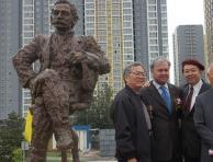 国际名人雕塑园揭幕