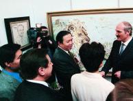 袁熙坤与卢卡申科总统在长城醒狮图前合影