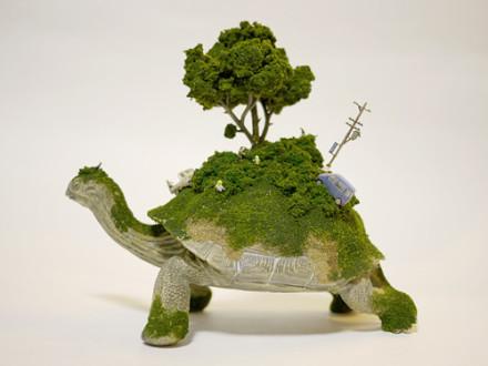 世界系列手工雕塑:《动物背上的世界》