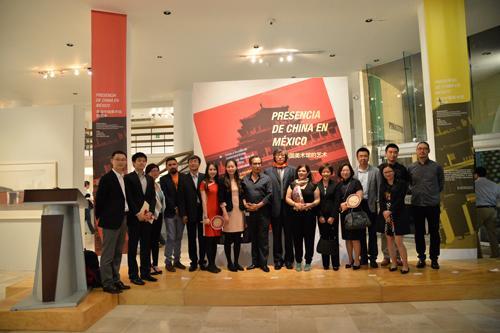 开幕式仪式结束后,常务副馆长马书林携中国美术馆工作团队,与墨方展馆馆长合影.JPG