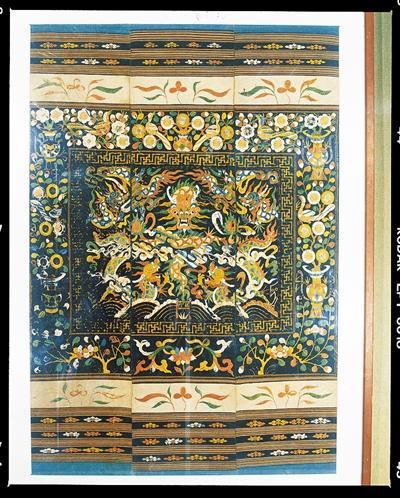 清代五龙出海图三联幅龙被 海南省博物馆藏