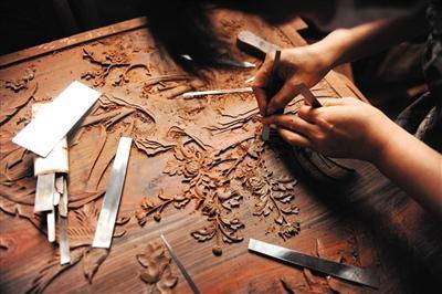 雕刻赋予了木材各种形态