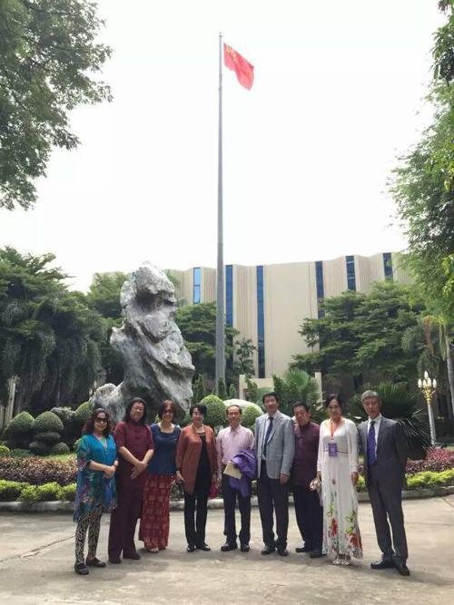 和中国文联中国书协领导在中国驻泰国 大使馆 (2).jpg