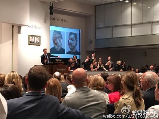 """纽约苏富比""""当代艺术夜场""""拍卖现场,图片来自微博网友@纽约爱美丽"""