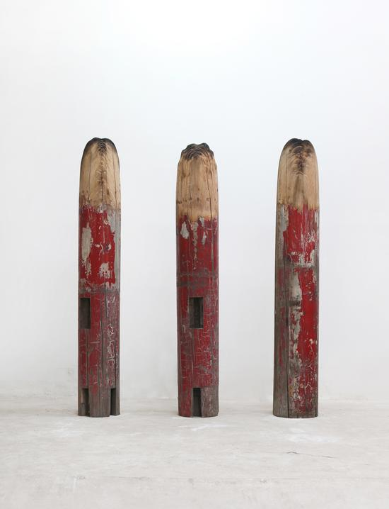 谭勋《李明庄计划柱头之一》木檐柱,220cm,2007-2010年