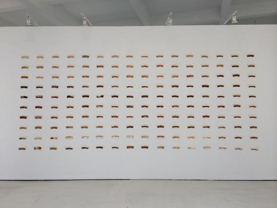 谭勋《160个纸杯》一次性纸杯、茶,5mx11m,2014