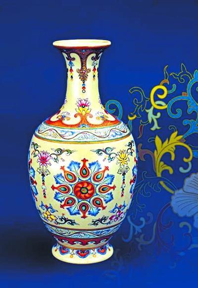 清末国家剧变之时,历代清王室收罗的珍宝也就成了各方觊觎之物。而袁世凯也不例外,他曾想卖掉宫内的瓷器换钱。