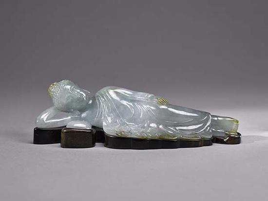 董淑贞女士捐赠上海博物馆的近代翡翠卧佛(正面)