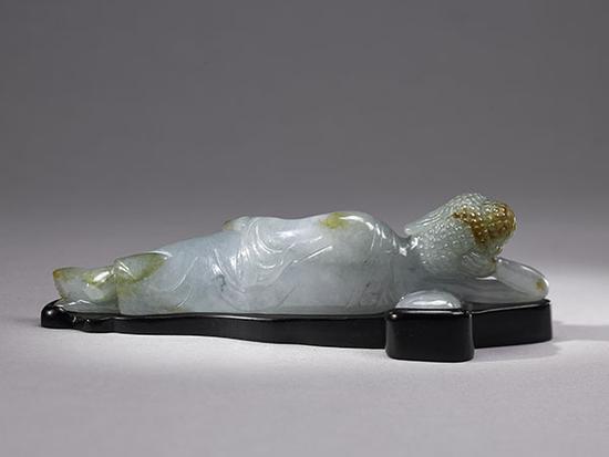 董淑贞女士捐赠上海博物馆的近代翡翠卧佛(背面)