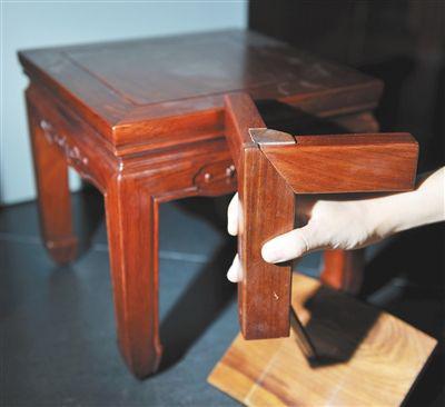 榫卯结构是中国古典家具的精华。记者王远征/摄