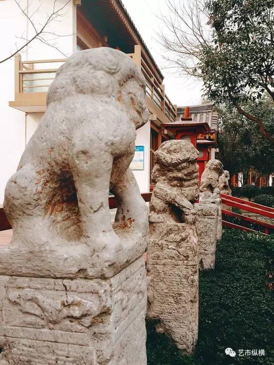 西安曲江池遗址公园里的拴马桩石雕