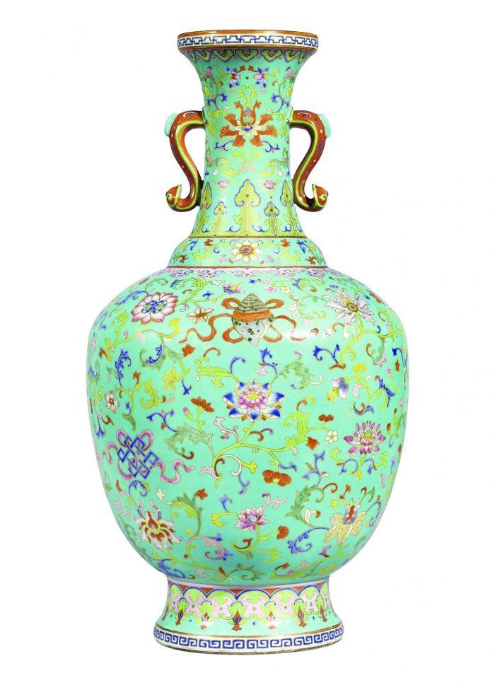 清乾隆 松绿地粉彩描金折枝莲八吉祥如意耳瓶 香港苏富比 HKD35,000,000—45,000,000