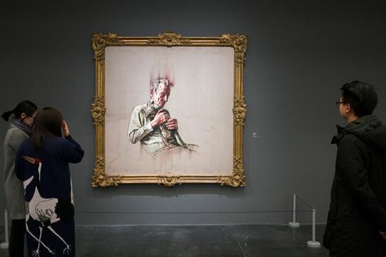 曾梵志的《弗洛伊德》(2011)在北京尤伦斯当代艺术中心的展览上