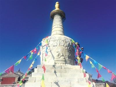 记者昨日拍摄的佛像缺失照片。新京报记者 朱骏 摄