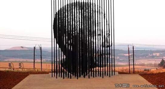 Nelson 的雕塑《曼德拉》