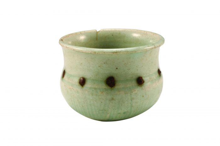 图1-1 北宋景德镇窑青白釉点褐彩柳斗纹瓷杯