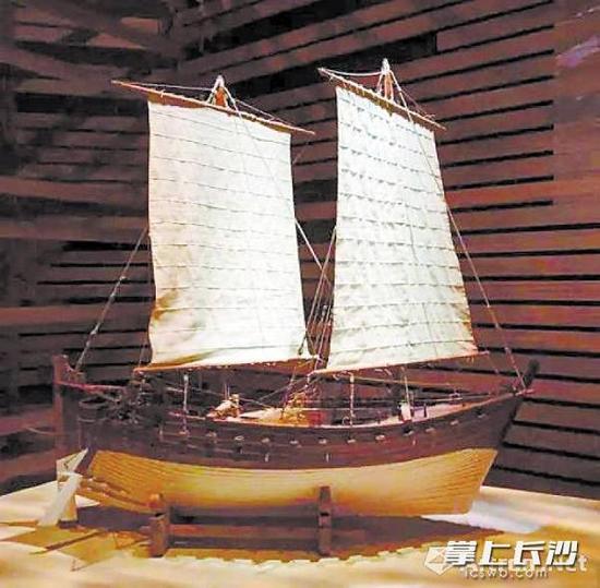 """神秘的""""黑石号""""帆船模型。"""