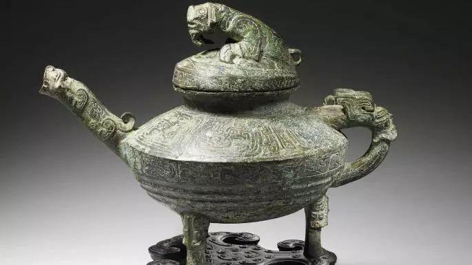 """这次拍卖的文物""""青铜虎蓥"""",据悉是西周时期文物,极其珍贵。"""