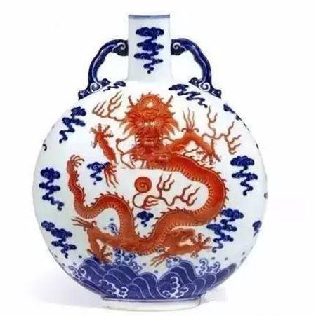 清乾隆 青花矾红彩海水腾龙纹如意耳扁壶 尺寸 25.5cm