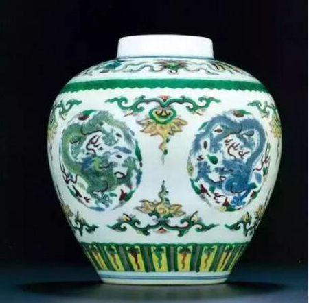 清 雍正 斗彩龙纹罐 尺寸 高19cm