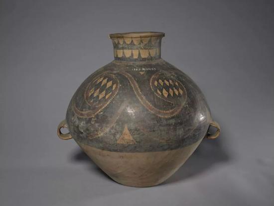 马家窑文化彩陶漩涡菱形几何纹双系壶