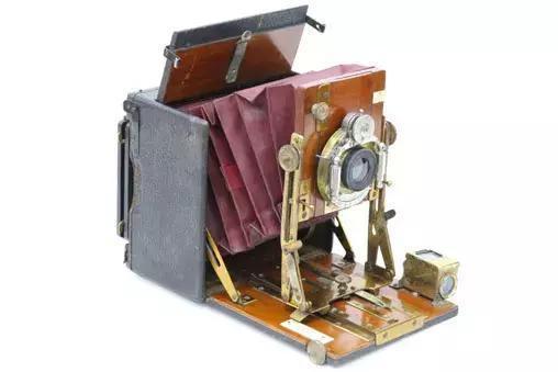 豪华桑德森相机镜头板上仰图