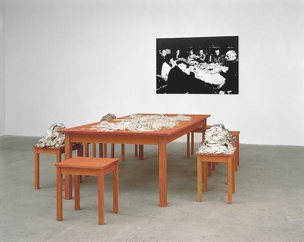 展览 走进这片陌生的风景(组图)  1991年 黄永硃的装置作品《我们还应