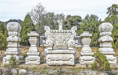 被盗窃的明十三陵思陵石五供烛台