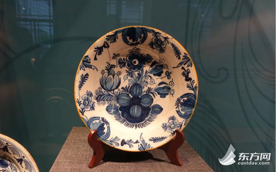 图片说明:18世纪英国代尔夫特陶碟