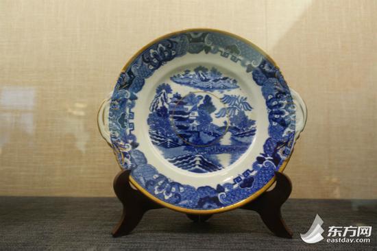 图片说明:19世纪英国青花柳纹碟