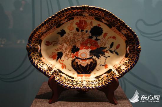 图片说明:19世纪德比精美手绘托盘