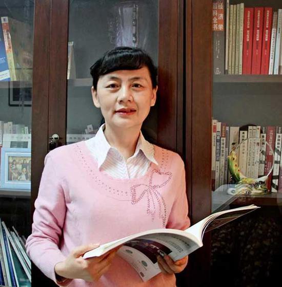 黄隽 (中国人民大学经济学院教授)