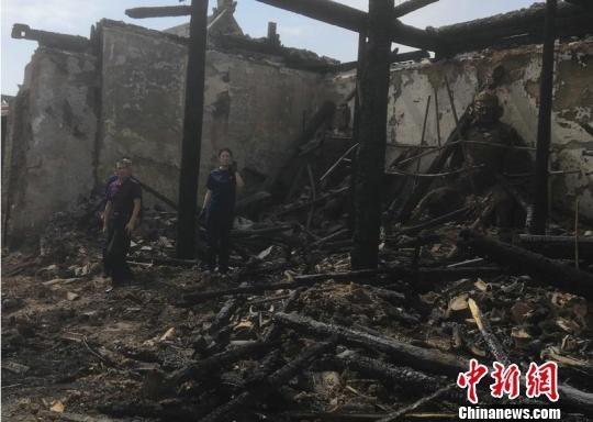 督察组对火灾事故现场进行实地调查。山西省文物局官网 摄