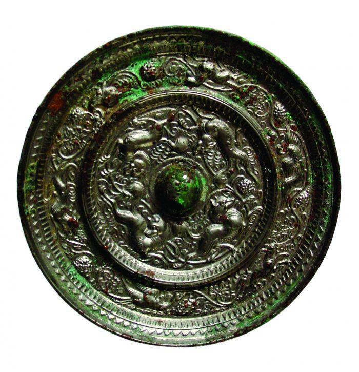 图1:海兽凤鸾葡萄镜