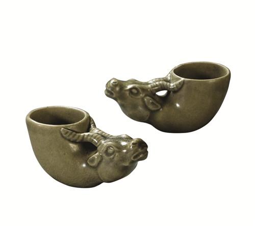 明耀州窑青釉牛角杯 (一对)RMB  517.5万元 北京保利拍卖2020秋季拍卖会_副本